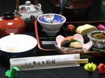 【朝食一例】地元の食材を使った和定食です。