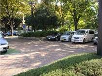 【地上駐車場】敷地内に65台完備(RV車可)1泊330円