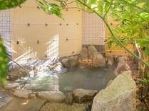 【露天風呂】明るい朝の露天風呂も気持ちが良く、おすすめです。