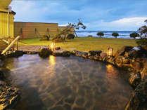 ■露天風呂■目の前に広がる壮大な日本海♪さざ波の音をBGMに癒しのひとときを-。