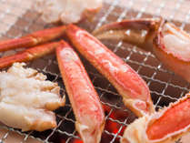 炭火焼ガニの例。程よい塩味が効いた焼ガニは焼きたてが最高です。