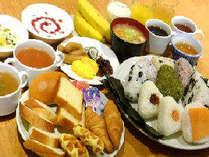 和洋無料朝食◎おにぎり・お味噌汁・パン・スープ・ボイルソーセージ・新鮮野菜のサラダなど
