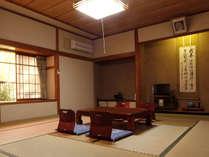 静寂の中~ゆったりと寛げる和室(一例)※お部屋はふすまで区切られております。予めご了承くださいませ。