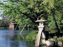 徒歩7分で日本三名園のひとつ兼六園へ『ことじ灯篭』で記念撮影♪