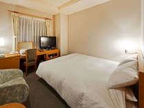 ベッドは人気のデュベスタイル!ゆっくりとお寛ぎ下さい。TVは、レグザの32型で快適