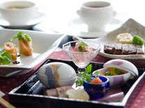 洋食でありながら和食器を使用した新金沢ふれんち