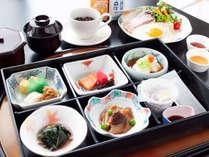 コロナウイルス対策により当面の間朝食ブッフェ形式は行わず、御膳形式にてご提供となります。