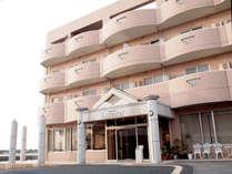 *【外観】新舞子駅から徒歩2分★新舞子海水浴場すぐの好立地!海を一望できるロケーションが自慢です。