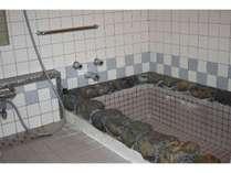 18畳和室の内風呂です。自分で溜めていただきますが、大浴場と同じ温泉の湯がでます。
