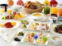 朝食は豊富な食材のもと ヘルシーに調理されたビュッフェスタイルのお食事をお楽しみいただけます。