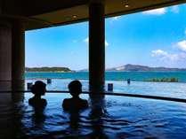 大浴場:海と一体化した非日常な空間を生む昼の景色
