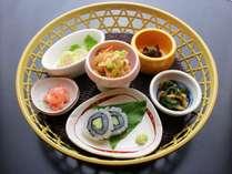 【前菜一例】ご夕食寿司コースの前菜。