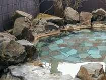 【源泉100%かけ流しの湯】こじんまりとした露天風呂