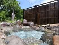 銀山平温泉は美肌の湯として好評。寒い時期の露天風呂はご入浴頂けない場合がございます