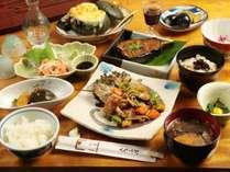 夕食例2 その季節ならではの山の幸をたっぷりと使った夕食