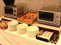 【朝食バイキング】~焼きたての美味しいパンもあります~