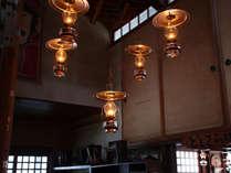 **館内200箇所以上に設置されているランプ