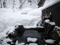 **【滝見の湯】あたり一面雪景色の露天