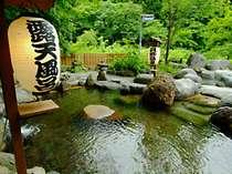 *四季折々の景色を望む、開放的な露天風呂