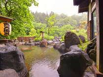 *露天風呂/木々の香りがより一層心身共に癒してくれます。