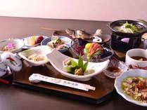 *お夕食一例/季節や仕入れで献立が変わる旬の料理に舌鼓。