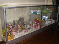 ショーケースカップめん・レトルトご飯・歯ブラシ・缶詰等販売してます。