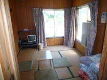 離れ和室6畳間窓用エアコンになります。