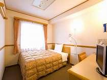 暖かい雰囲気のシングルルーム★ズボンプレッサーは全室完備