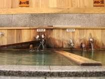当館の目の前。徒歩0分。伝説の名湯 熊の手洗湯