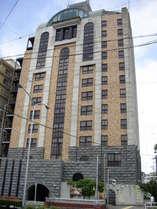 ホテル外観です。御影石やレンガで装飾されたヨーロッパのお城を連想させる外観です。