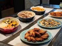 ダイニングレストラン Evolution のブッフェ朝食の地元料理