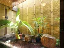 光が差し込む浴室イメージ