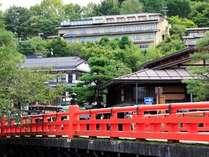 高山観光のシンボル「赤い中橋」へは徒歩3分♪古い町並散策に便利なお宿です