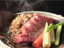宿オリジナルの味噌を飛騨牛に絡めてじゅーっと♪「飛騨牛朴葉味噌ステーキ」