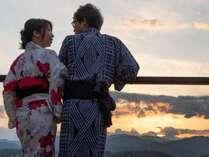 露天風呂付客室のベランダから望む夕陽…大切な人と眺めたい景色です。