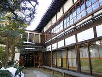 *建物はまるで神社の様な造り。静かな環境でお寛ぎ頂けます。