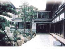 *神々の住む山、木曽御岳山の麓に佇む純和風旅館。
