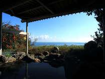 高台から海を望む展望風呂。雄大な海の景色と共に、天気がいい日には立山連峰が望めます。