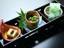 夕食-前菜3種 氷見の特産物のみを使用した料理は料理長こだわり、自慢のお食事です