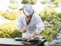当館のお料理は、すべで、食の匠「峯山料理長」監修による会席料理です。