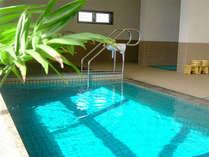 1階で伝統の潮風呂や変わり湯を、2階でマッサージや瀬戸内のオーシャンビューをお楽しみいただけます。