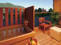 最上階の客室露天風呂からの景色(一例)