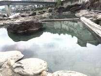 天ケ瀬温泉のシンボル川中露天風呂です開放感ばっちりの混浴♪