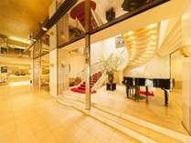 岡山ロイヤルホテル~フロントとロビーと、グランドピアノ~