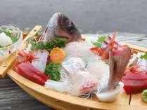 【舟盛一例】鮮度抜群の魚介を、どどんっと舟盛でご堪能下さい♪