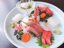 *【夕食一例】お造り。旬の魚介をお刺身で。鮮度が違います!!