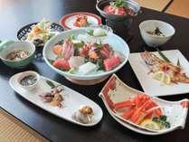 *【夕食一例】氷見の魚介を使った素材を活かしたお料理。ボリュームも大満足です♪