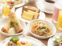朝食には皿うどんやカステラなど、長崎名物も!