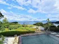 <露天>15:00~24:00、6:00~9:00オーシャンビューの絶景が楽しめる、海一望の展望温泉露天風呂。
