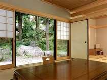 客室からは、巨石・奇岩、珍しい山野草が眺められます